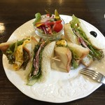 備屋珈琲店 - 野菜と肉の黒胡椒サンド(1,300円)