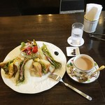 備屋珈琲店 - 野菜と肉の黒胡椒サンド(1,300円)とカフェオレ(+400円)