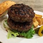 DEMODE R - 手刻みの牛肉の荒目のパティは力強い味わい