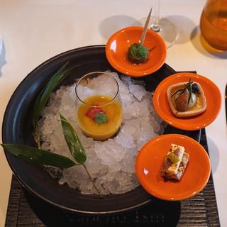 ナベノ-イズム - 料理写真:アミューズ (赤肉メロンとミントのガスパチョ 浅草老舗のコラボスナックとアントンナン風グリーンオリーブのマリネ)