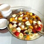 布田3丁目 Luida Riche - フルーツポンチ@葡萄、柿、林檎など秋のフルーツたっぷり