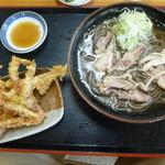 そば処 つる福 - 料理写真:冷たい肉そば650円とげそ天250円