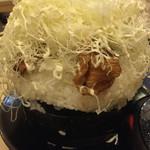 とんかつ 麻釉 - 蓋オープン 焼肉重大盛りは1キロちょいぐらいでした