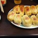ホワイト餃子店 - 料理写真:焼餃子 10個 450円♪
