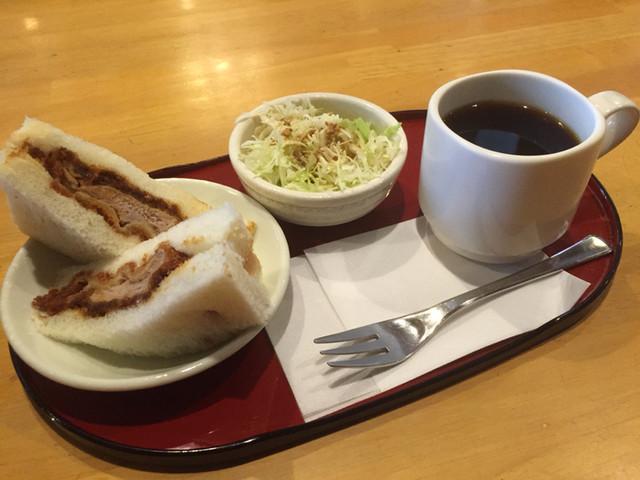にゅうとん , ブレンドコーヒー380円とかつサンドのモーニング