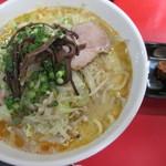 九州とんこつの うま馬 - 料理写真:みそちゃんぽん730円。            28.9.21