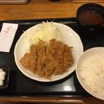 とんかつ まるや - ロースかつ定食(700円)