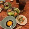 季節料理 大路 - 料理写真:サラダ   漬物    タレ   お茶