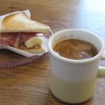 カフェ ゲオルク - 料理写真:おやつサンドエルヴィス(ハーフ)とカフェセッサンタ