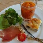 ブラッスリー クー - イベリコ豚の生ハム、イワシのオイルサーディン、ミネストローネ、キッシュの前菜