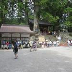 きしの - 拝観受付所と表門