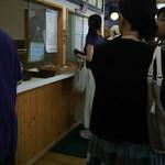 福田パン - 平日のPM 4時、今日も激混です。