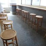 56689167 - お客様がみんな帰られたので、店内をパチリ!                                                                     ホント、シンプルな店内です。