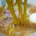札幌ラーメン 熊吉 - 味噌ラーメンの麺