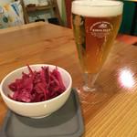 まめなカフェ - 晩酌セット700円 グラスビール+紫キャベツのラペ