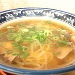 三角ラーメン - 料理写真:ラーメン、澄んだ醤油スープ