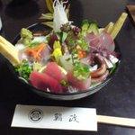 5670833 - 地魚丼
