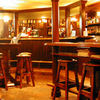 ブライアン・ブルー - 料理写真:テーブルやイスは本場アイルランドの職人さん手作りで 大型スクリーンでスポーツ観戦も
