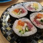 回転寿司函館まるかつ水産 - まるかつ巻