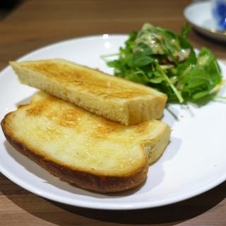 千寿 - 料理写真:バタートースト サラダ添え