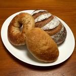 落花生 - 料理写真:黒糖豆乳クリームパン・アーモンドとスイートポテトのベーグル・バナナ