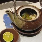 京懐石 美濃吉 - 椀替り:松茸土瓶蒸し(鱧/水菜/銀杏)
