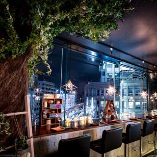 軽井沢のツリーハウスを思わせるお洒落な内装と夜景!