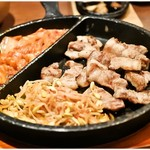 さんぱ家 - サムギョプサル 540円 肉とキムチとナムル。酒が進む!