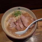 麺や輝 - チャーシューメン