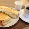 プロムナードカフェ - 料理写真:ホットコーヒーにタマゴサンドセット。お冷のコップは紙コップと大変チープ。
