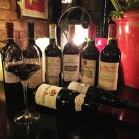 ソムリエ厳選のワインが豊富。