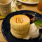 BURN SIDE ST CAFE - ホワイトスフレパンケーキ