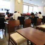 ドトールコーヒーショップ - 統一された店内。