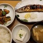 やよい軒  - さんまの塩焼き定食(860円)