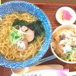 キッチン松 - 塩そば+ミニもつめし 780円