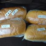 56834471 - キーマカレーたまご、ピーナツバター、                       クッキーバニラ、粒あんバター