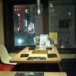 麻布羊屋 - 三階の角テーブル席。銀座の夜景が楽しめます!