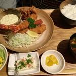ほろほろ - 「特大海老フライととり唐定食」(980円)