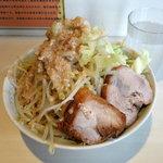 陸 - らーめん750円 野菜多め・脂