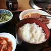 牛繁 - 料理写真:元気カルビとハラミ 元気カルビなんかゴムゴムしてる? 990円