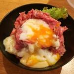 ゴウ スタンド - ローストビーフ丼M850円