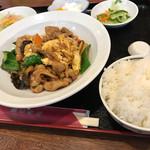 運城飯店 - 木耳と卵の豚肉炒め