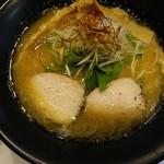 鶏冠 - 鶏白湯醤油:750円(2016.10)