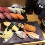 魚力寿司 - 満腹にぎり13貫 800円(税抜き)