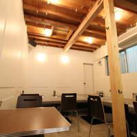 イナズマ カフェ - 一階はコーヒー一杯から気軽に入れる明るい店内★