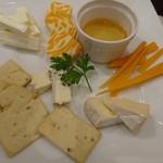 串鳥のワイン酒場 TANTO - 料理写真:チーズの盛り合わせ
