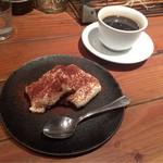56925966 - デザートのティラミス。有機コーヒーと一緒に。