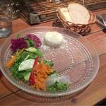 56925968 - マコガレイと生サラミ、半熟卵のサラダ。素材にこだわりを感じます。