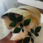 56960295 - セットの鯖寿司