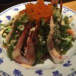 恩納つばき - 海ぶどうと海老のサラダ860円